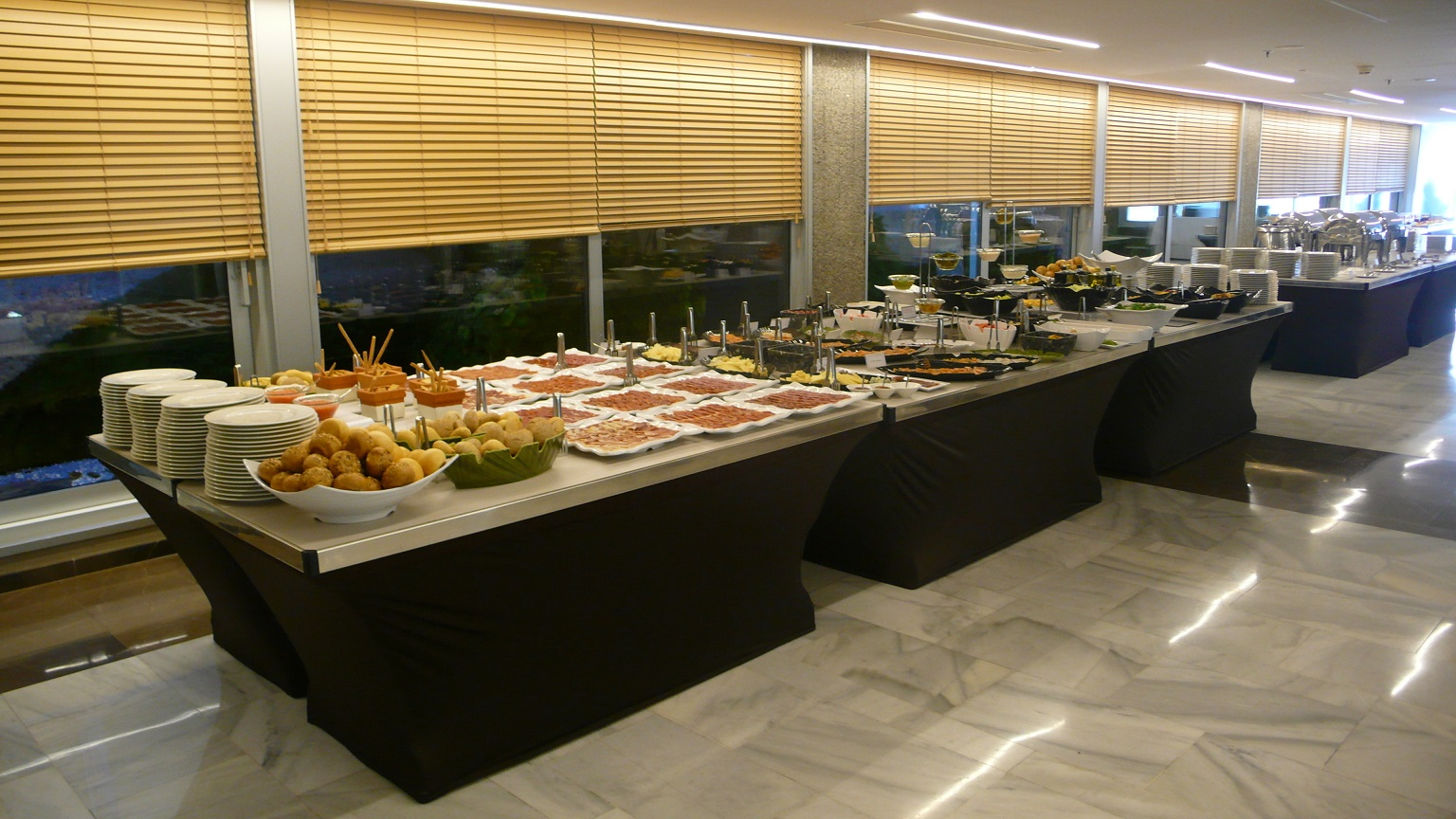Buffet-Rite tables at NH Collection Eurobuilding Madrid, Spain